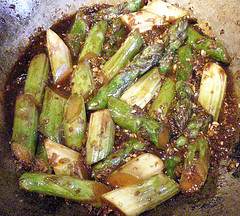 asparagus stir-fried with ginger and red chilli