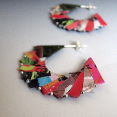GIRASOLE earrings (frucci) Tags: pink red orange green silver magazine paper beads origami recycled handmade rosa vogue accessories folded earrings eco carta ecofriendly qoq magazinepages orecchini riciclata fruccidesign