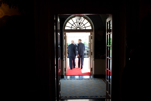 Obama walks Netanyahu to the door of his car - 18 May 2009