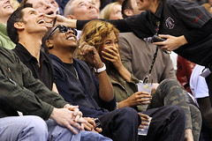 beyonce & jay-z watch kobe bryant make the lakers loose