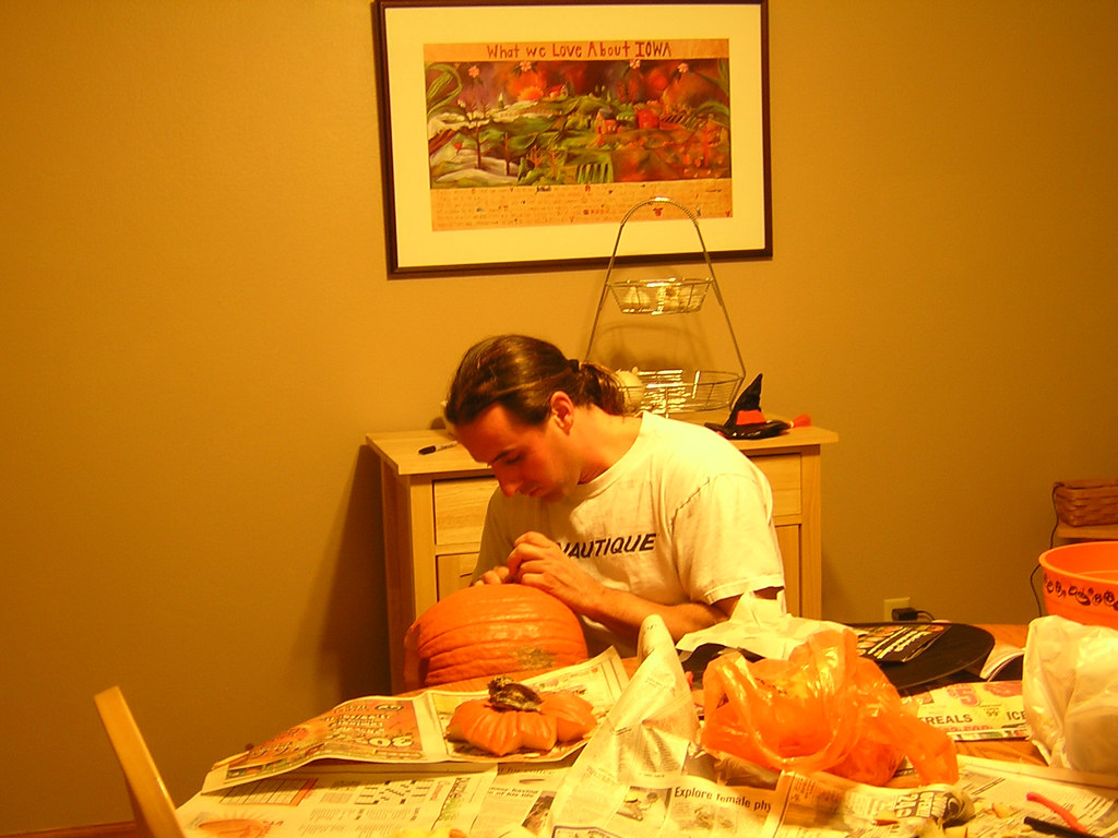 Rykert carving pumpkins 2007