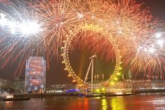 London New Year 2008 Fireworks (Souvik_Prometure) Tags: london fireworks 2008 nikkor18200vr nikond80 colorsofthenight newyear2008 souvikbhattacharya