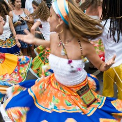 Pure energy (Xavier Donat) Tags: street carnival people music colors rio brasil riodejaneiro cores square movement mulher desfile linda moa bonita carnaval leader blogged movimento rua dana diva aovivo cultura ipanema maracatu bloco povo tradicional riomaracatu d300 500x500 explored msicatradicional cfrj