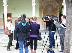 Alczar Cruz, Antonio Chicharro y Dolores Marn atendiendo a los medios de comunicacin en el Palacio de Jabalquinto (Universidad Internacional de Andaluca (UNIA)) Tags: baeza