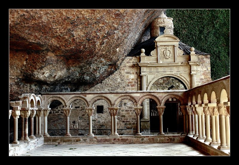 Photo d'Aragon n°6. Le cloître du monastère de San Juan de la Peña