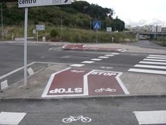 Esqueceram-se que as bicicletas não cabem ali