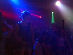 Egotronic @ Eel Pie Julia Seeliger tanzt auf der Bühne 2