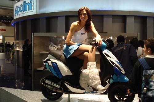Mulher no Scooter Customizado, gostosa na moto, babes on bike