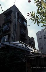 070619057.jpg (todoanphoto) Tags: tokyo contax rx distagon carlzeiss minowa 25mmf28 dojunkaiapartment