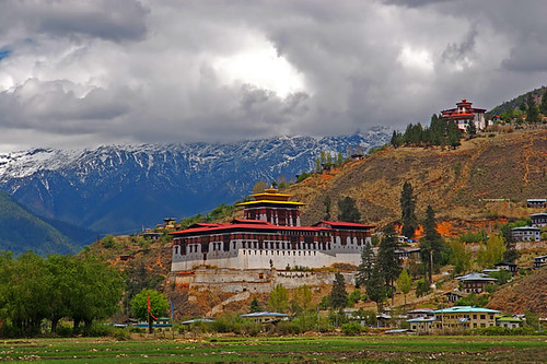 Cloud-hidden, whereabouts unknown (Paro, by jmhullot, on Flickr