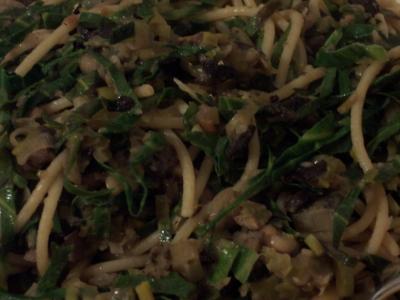 Leek, mushroom, haricot bean and spring green pasta