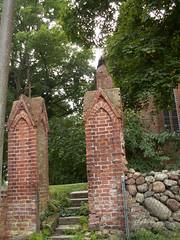 Pforte zur Kirche in P�tte, mit Feldsteinmauer