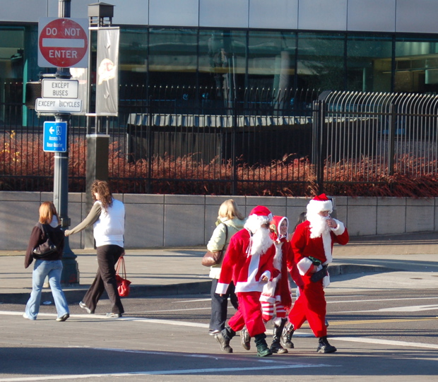 santas_3_crossing_enhanced_620x542