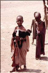 """TZ 98 Bambini Masai 2 • <a style=""""font-size:0.8em;"""" href=""""http://www.flickr.com/photos/49106436@N00/2451614390/"""" target=""""_blank"""">View on Flickr</a>"""