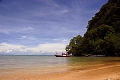 Krabi (Xavier Cloitre) Tags: ocean travel blue sea sky beach water thailand photography boat nikon asia day photographie south playa clear southern asie d200 fotografia plage krabi thailande xaviercloitre