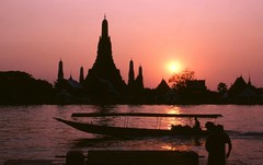 Thailand  . Dawn Temple At Sunset.Bangkok (232) (pjwar) Tags: people thailand bangkok buddhist religion buddhism 1978 watarun breathtaking chaophrayariver faiths theravadabuddhism pjwar dawntemple lpiconic lpcapital ginasset