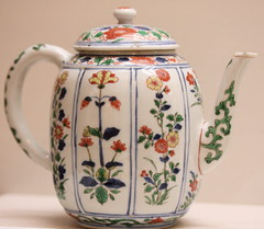 Teapot in wucai style, in imitation of Japanese Kakiemon ware (chaxiubao) Tags: art tea antique teapot teacup chadao teaspoon teacaddy teaware hongkongmuseumofteaware