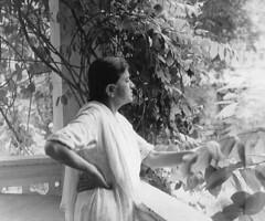 Not a Backache (Daudpota) Tags: pakistan home photography mother creeper karachi developingcountry rangoon southasia backache isadaudpota
