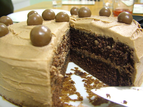 cut cake...hmmmm!