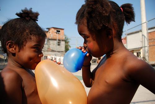 Meninas na Quadra do Azul no Jacarezinho