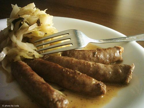 Luganiga con crauti agrodolci alla senape