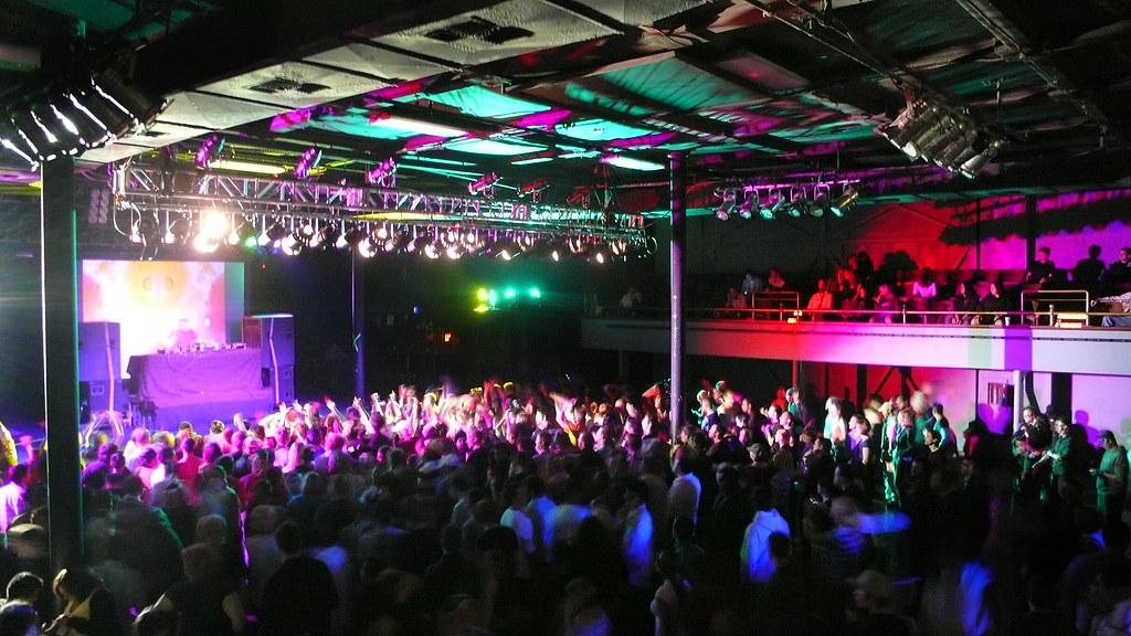 Crowd; DJ Remy