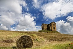 if I could buy this old house... (fabio c. favaloro) Tags: old sky italy rome primavera clouds spring nikon ruins decay farm country © rusty haystacks rights fields hay 2008 haybale decadence oldfarm fieno d300 rotoballe 1020sigma allrightsreserved© nikond300 thegardenofzen fabiocfavaloro theemptyplaces skyascanvas italiarurale