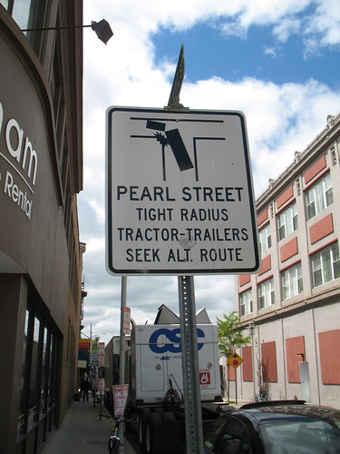 Truck Warning on Pearl Street