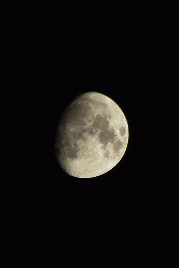 Moon (HDR filter) Pentax K-M, smc PENTAX-FA 80-320mm F4.5-5.6 14-05-11 IMGP8077