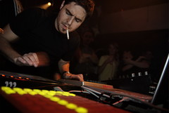 Gui Boratto @ Wildvreemd ADE Sugar Factory Amsterdam (Merlijn Hoek) Tags: party brazil netherlands amsterdam germany nikon artist dj fotografie sopaulo sony kln minimal artists techno headphones d200 djs gui ade 2007 cologn merlijn hoek koptelefoon sugarfactory kompakt vreemd minimaltechno boratto kompaktrecords guiboratto merlijnhoek photographymerlijnhoek hollandpartyshots labelchef lastfm:event=281081