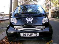 Smart Invasion - Paris (France) (Meteorry) Tags: street autumn black paris france art smart car automne silver sticker europe noir spaceinvader spaceinvaders voiture rue quai 2007 henriiv meteorry quaihenriiv 75030
