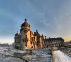 Chteau de Chantilly - 24-12-2007 - 16h06 (Panoramas) Tags: bridge winter sunset shadow sky panorama sun france castle ice puente soleil twilight pod shadows dusk hiver perspective coucher muse ombre ponte bleu most ciel pont fv10 brug brcke crpuscule chteau soe hdr ptassembler glace chantilly givre picardie kpr ombres glaces panotools  oise enblend etiennecazin douves  chteaudechantilly  impressedbeauty tiennecazin