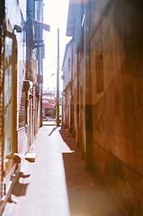 D1050011_lr (chi.ilpleut) Tags: kinmen taiwan island quemoy 2017 chinesenewyear lunar film expiredfilm kodakelitechrome100 iso100 crossprocessing 135mm 35mm analogue ilovefilms kodakfilm 底片 過期底片 柯達 記憶 蹤跡 金門鎏金之島kinmen 台灣 海島 島嶼 外島 回憶 走春 大晴天拍照天 晃晃 隨拍 後浦街 最愛的街巷 對味 熟悉