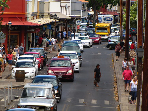 Lahaina's busy Front St.
