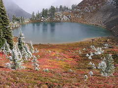 Sprite Lake (Mike Dole) Tags: fallcolors pacificnorthwest washingtonstate cascademountains alpinelakeswilderness spritelake paddygoeasypass