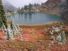 Sprite Lake (Mike Dole) Tags: fallcolors pacificnorthwest washingtonstate cascademountains alpinelakeswilderness spritelake paddygoeasypass