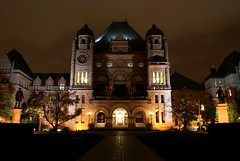 Ontario Legislature, Queen's Park (Jim U) Tags: toronto architecture night landscape cityscape queenspark ontariolegislature sony100 wwwareamagazinecom minolta20mm28