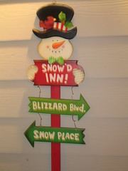 Snow'D Inn! (Sandy's Candy) Tags: christmas winter sign artisticexpression americaamerica merrychristmasandahappynewyear theperfectphotographer