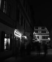 Gasse (Marco Fieber   ostblog.org) Tags: christmas xmas weihnachten thüringen erfurt dom kirche weihnachtsmarkt glühwein rathaus bratwurst riesenrad gera weihnachtseinkauf