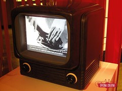 Bakelite tv set (officinacreativa) Tags: mostra television museum tv video science exhibition bakelite sciencemuseum materials plastics televisione materiali plastica plasticity bachelite