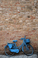 bluecycle (mauspray) Tags: street blue italy muro bicycle wall nikon paint strada blu cycle velo vernice bicicletta molise d300 paese pedalare 1685mm smartinoinpensilis
