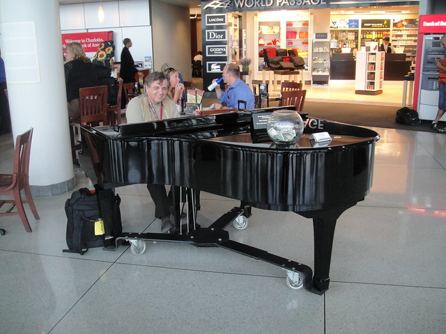 Charlotte Airport 3 - Piano man
