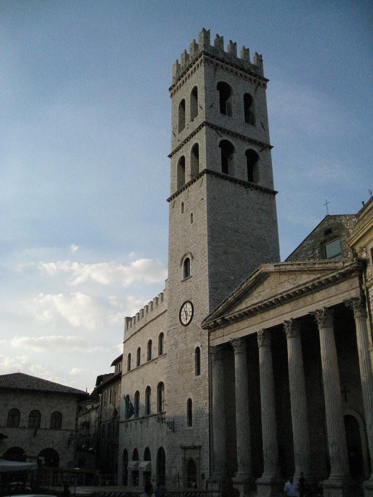 Santa Maria sopra Minerva (Church) / Tiempo di Minerva / Umbria