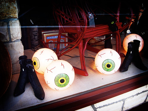 glowing eyeballs!!!