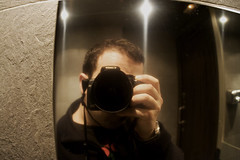 Mi Yo Metálico (GuilleDes) Tags: reflection ego shiny fotolog reflejo bender brillante egotrip desenfocado