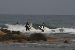Camminando verso l'onda... (DoleFlickr) Tags: sardegna sea beach surf sardinia surfing nora spiaggia contento