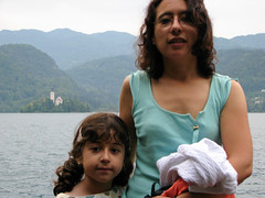 By the lake (¡Carlitos) Tags: woman sarah mujer europa europe martha slovenia bled slovenija eslovenia 2007
