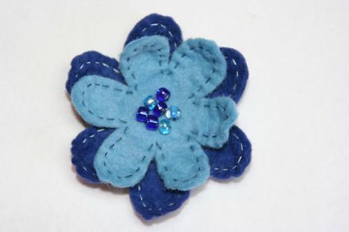 broche flor azul
