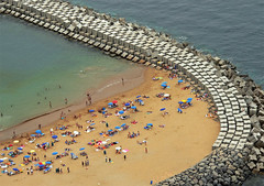 calheta beach (julioc.) Tags: ocean sea summer people beach portugal water island mar sand rocks crowd fromabove coastal getty vero madeira oceanoatlntico ilha gettyimages oceano calheta yellowsand madeiraisland artificialbeach julioc cy2 challengeyouwinner abigfave flickrbest megashot photographybyjulioctheblog ilustrarportugal srieouro oceanoatalntico thechallengefactory j2549 mostbeautifulbeaches