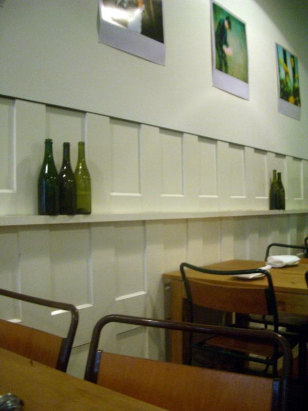 Gill's Diner interior